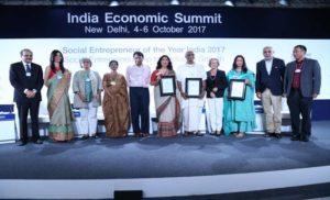 सुरेश प्रभु ने सोशल एंटरप्रिन्योर ऑफ द ईयर 2017 का पुरस्कार प्रदान किया
