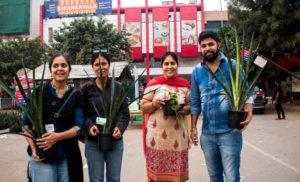 एसआरएल ने वायु प्रदूषण रोकने वाले पौधे बांटे
