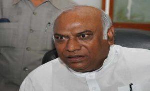 राहुल के बाद अब खड़गे विवाद