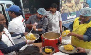 अक्षय पात्र ने अग्नि कांड प्रभावित निवासियों को खाद्य राहत शुरू किया