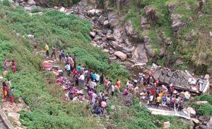 पौड़ी में बस खाई में गिरी, 47 की मौत