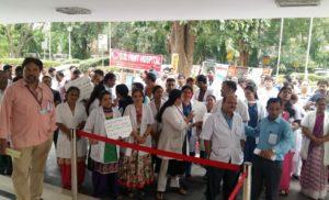 अस्पतालों की यूनियनों ने कर्मचारियों की मांगों की समस्याओं की अनदेखी का आरोप लगाया