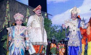 लवकुश रामलीला में डॉ. हर्षवर्द्धन को जनक के रूप में देखकर लोग अभिभूत