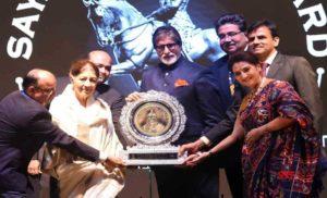 अमिताभ बच्चन को मिला सयाजी रत्न सम्मान