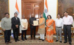 गांधी एल्बम में भारत के स्वतंत्रता संग्राम की झांकी है : प्रकाश जावड़ेकर