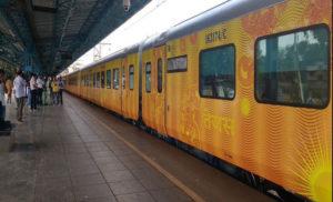 तेजस के यात्रियों के लिए 25 लाख रुपये तक का नि:शुल्क रेल यात्रा बीमा