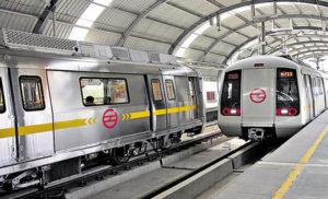 दिल्ली मेट्रो के आगे कूदकर महिला ने खुदकुशी की