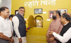 प्रहलाद सिंह पटेल ने प्रधानमंत्री को दिये गए उपहारों की प्रदर्शनी सह ई-नीलामी का उद्घाटन किया