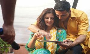 नूपुर सेनन अक्षय कुमार के साथ शूटिंग के दौरान काफी नर्वस हो गई थी