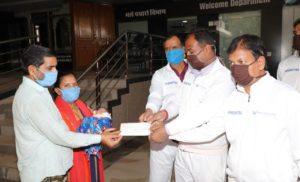 माता और शिशु के उपचार में नारायण सेवा संस्थान ने दी 1.80 लाख रुपये की मदद