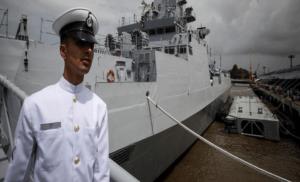 चक्रवात : नौसेना की टीम मुंबई में तैयार
