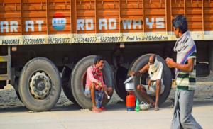 आखिर 11 प्रतिशत ट्रक चालक को ही क्यों है अपने जीवन की परवाह ?