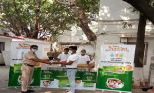 Global Hand Washing Day, डाबर सैनिटाइज जर्म प्रोटेक्शन साबुन का वितरण